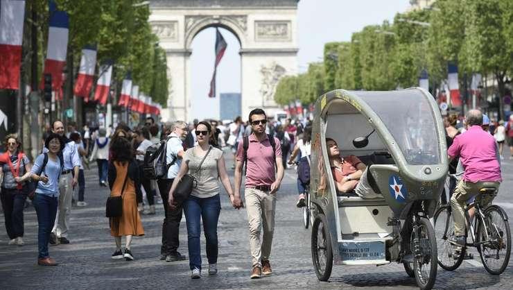 Celebra Avenue des Champs-Elysées este rezervatà pietonilor si ciclistilor în fiecare primà duminicà a lunii