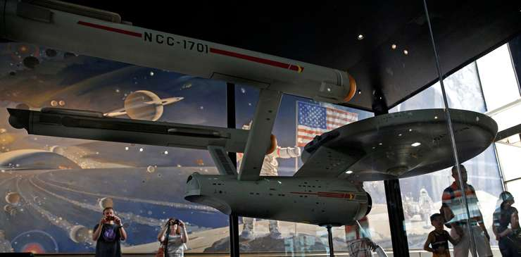 Nava USS Enterprise din Star Trek, la Smithsonian Air and Space Museum din Washington (Foto: Reuters/Kevin Lamarque)