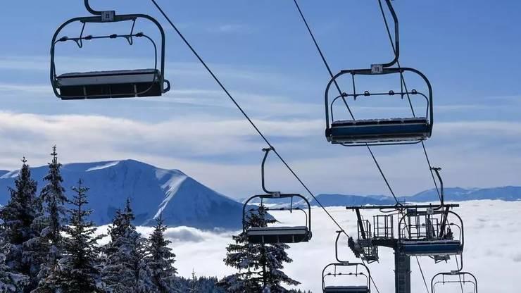 Telescaun oprit în statiunea Chamrousse, nu departe de Grenoble, 7 ianuarie 2021.