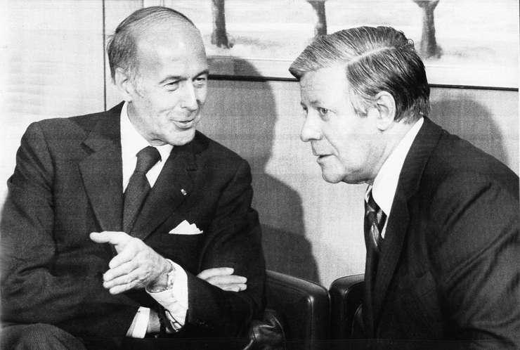 Cancelarul german Helmut Schmidt si presedintele Frantei Valéry Giscard d'Estaing în 1977