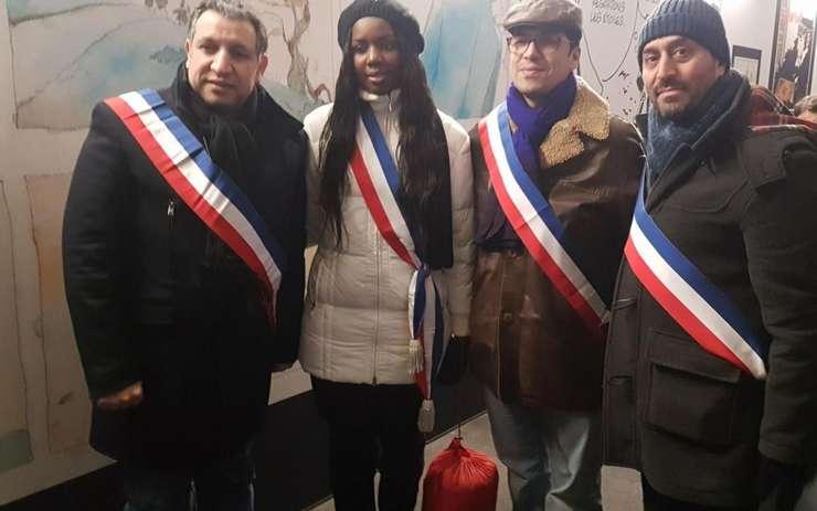 Unii dintre alesii din regiunea parizianà care au petrecut noaptea pe stràzi, alàturi de cei fàrà adàpost