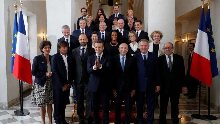 Emmanuel Macron, presedintele Frantei, pozeazà cu guvernul condus de Edouard Philippe, la palatul Elysée, 18 mai 2017