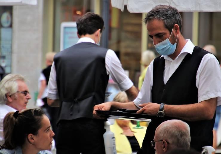 Restaurantele s-ar putea deschide la capacitate maximă pentru persoanele vaccinate (Sursa foto: pixabay)
