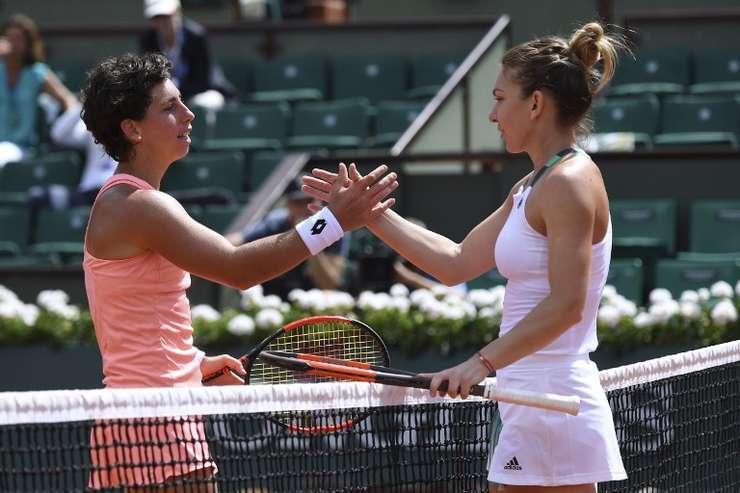 Simona Halep merge în sferturile Roland Garros, după victoria în faţa jucătoarei spaniole Carla Suarez Navarro (Foto: AFP/Francois Xavier Marit)