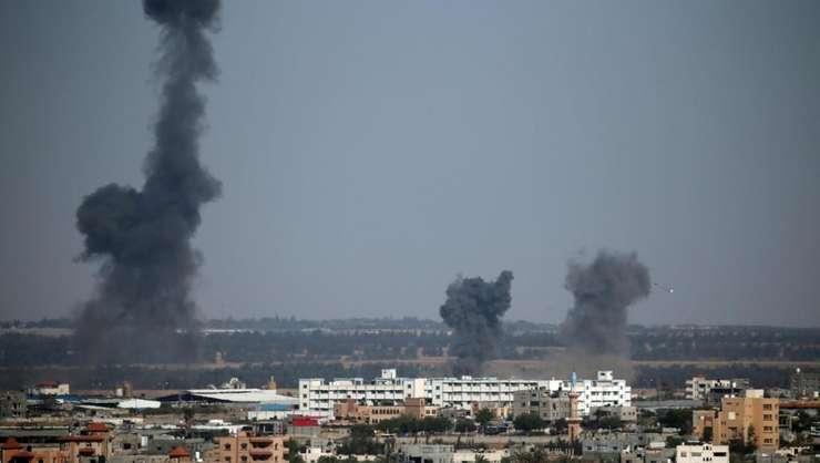 Raiduri israeliene în Fâșia Gaza, 4 mai 2019 (Foto: Reuters/Ibraheem Abu Mustafa)