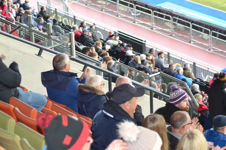 Spectatori la meciul Saracens - Ampthill