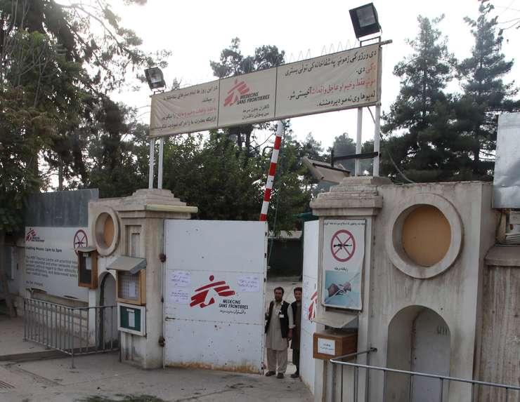 Poarta spitalului organizației Medici Fără Frontiere din orașul Kunduz. Foto:REUTERS/Stringer