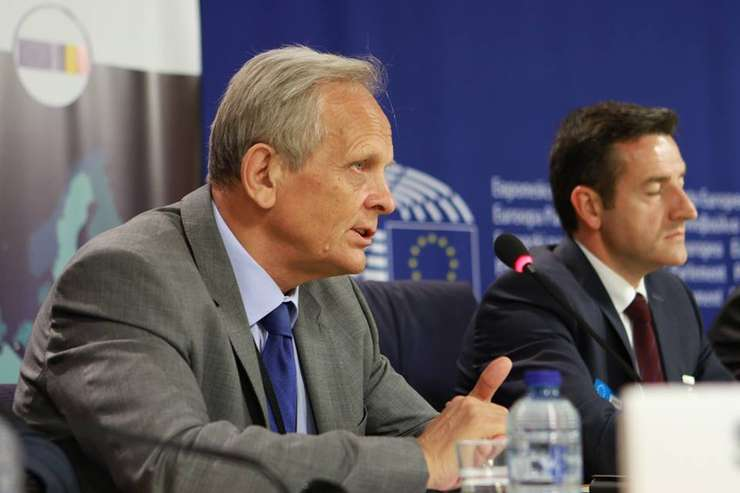 Theodor Stolojan cere organizarea cât mai rapidă a alegerilor în PNL (Sursa foto: Facebook/Theodor Stolojan)