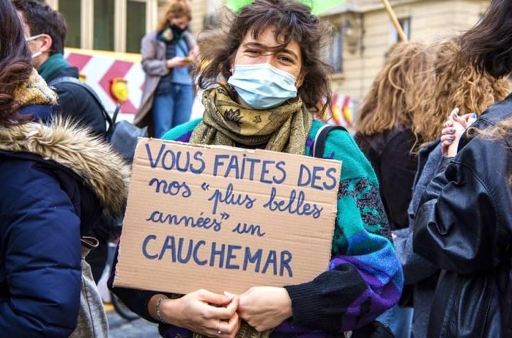 Studentii parizieni au protestat împotriva cursurilor online si au cerut redeschiderea salilor de curs, 20 ianuarie 2021.
