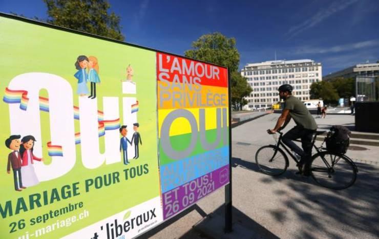 Afise (la Geneva) ale campaniei electorale pentru referendumul din 26 septembrie consacrat mariajelor între persoane de acelasi sex.