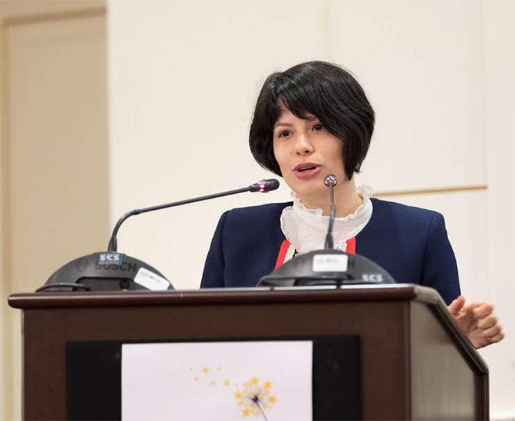 Tana Alexandra Foarfă