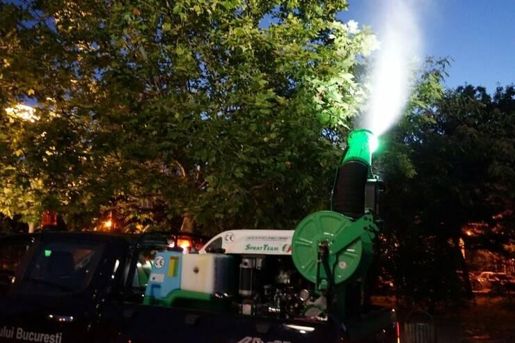 Primăria Municipiului București anunță că a intensificat, încă de miercuri, 21 iulie, prin Compania Eco-Igienizare, tratamentele de combatere a țânțarilor în zonele în care s-a semnalat prezența virusului West Nile