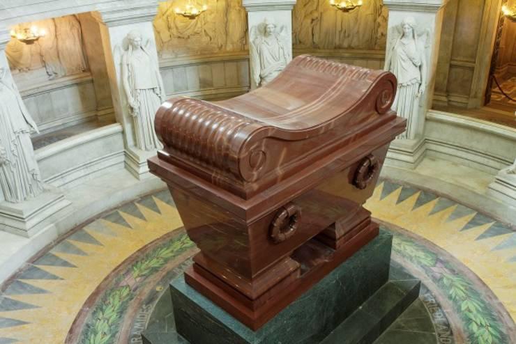 Mormântul lui Napoleon de la Invalizi.