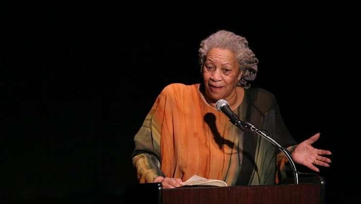 Toni Morrison a semnat 11 romane în cariera ei dar a scris si eseuri, piese de teatru si povesti pentru copii.
