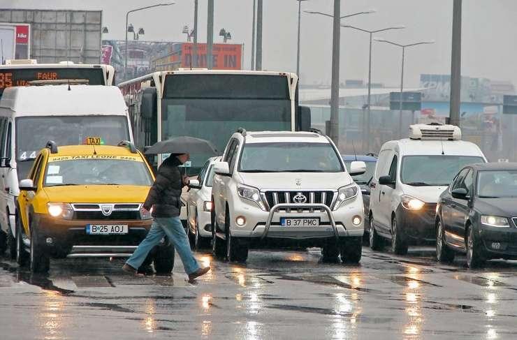 """Specialiştii APIA propun aplicarea unei """"taxe de congestie"""""""