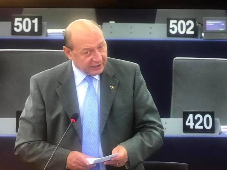 Traian Băsescu, despre coronavirus: Eu sunt un adept al testării (Sursa foto: Facebook/Traian Băsescu)