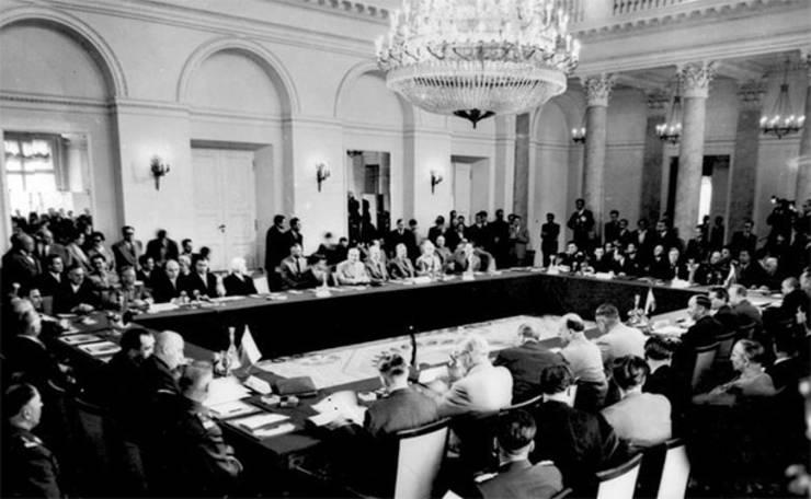 65 de ani de la semnarea Tratatului de la Varșovia. Cum s-a folosit URSS de  acest tratat | RFI Mobile