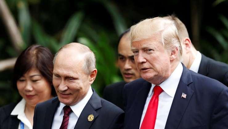 Presedintele rus Vladimir Putin si omologul sàu american Donald Trump pe 11 noiembrie 2017