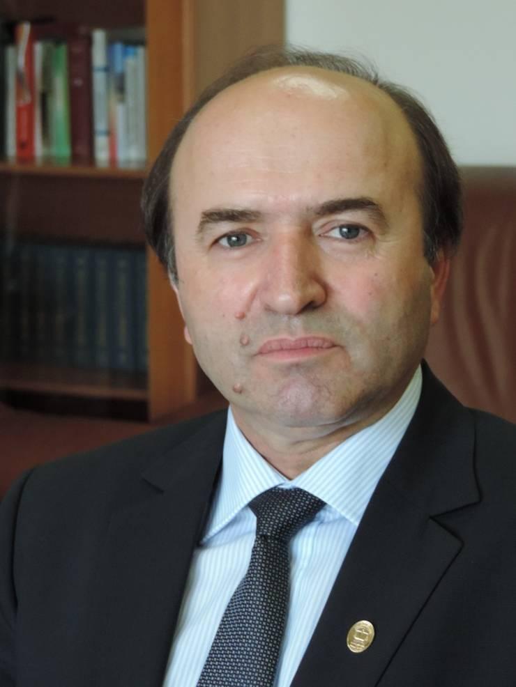 """Profesorul Tudorel Toader, fost ministru al Justiției, are al doilea mandat de rector la Universitatea """"Alexandru Ioan Cuza"""" din Iași."""