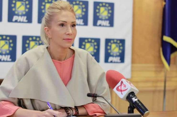 Preşedintele interimar al PNL, Raluca Turcan (Sursa foto: www.pnl.ro)