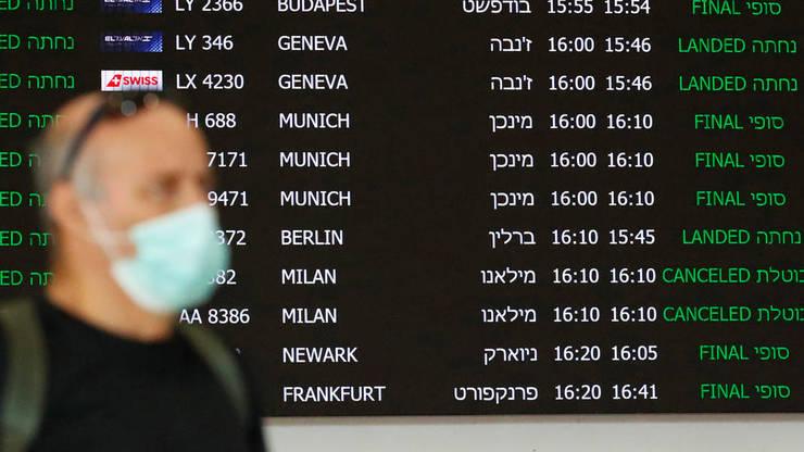 Un panou de informare afiseza zborurile anulate la Aeroportul International Ben Gurion Tel Aviv, 27 februarie 2020.