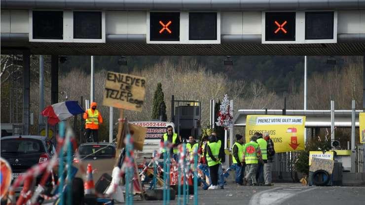 Un protest al Vestelor galbene într-un punct de taxare a autostrazii, în La Barque, aproape de Marsilia, 9 decembrie 2018.