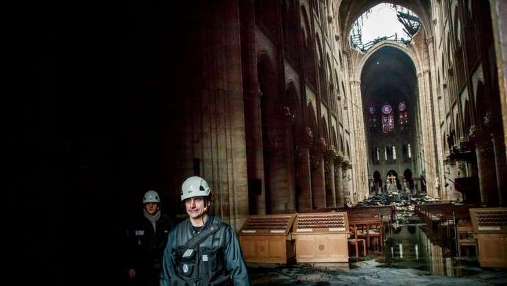 Un puternic incendiu a distrus partea superioara a celebrei catedrale pariziene Notre Dame pe 15 aprilie 2019.