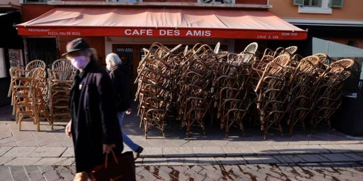 Un restaurant închis, asa cum sunt toate în Franta de luni bune, din cauza restrictiilor sanitare, Nisa, 1 aprilie 2021.