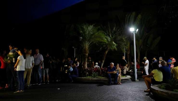Locuitorii din Caracas, afectați de pana de curent (Foto: Reuters/Carlos Garcia Rawlins)