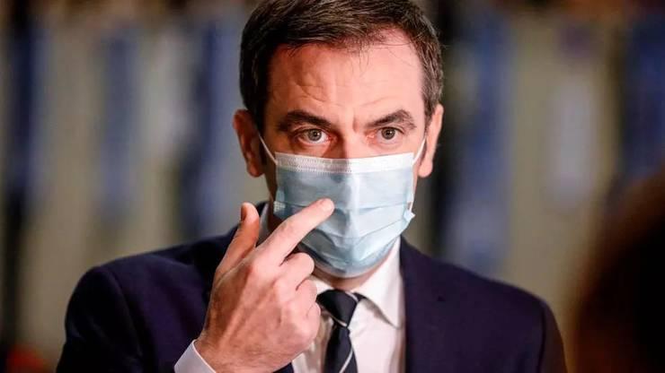 Olivier Véran, ministrul francez al Sànàtàtii, într-un centru de distribuire al vaccinului anti-Covid, 22 decembrie 2020.