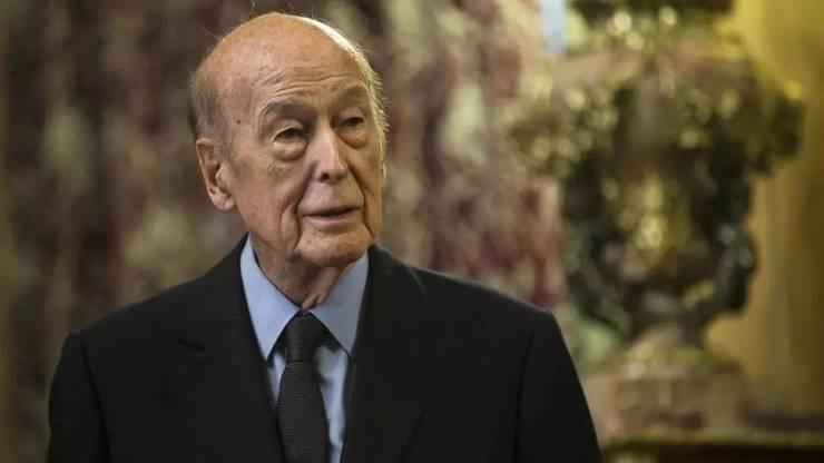 O zi de doliu national a fost decretatà miercuri, 9 decembrie, în memoria fostului presedinte francez Valéry Giscard d'Estaing, decedat miercuri, de Covid-19, la vârsta de 94 de ani.
