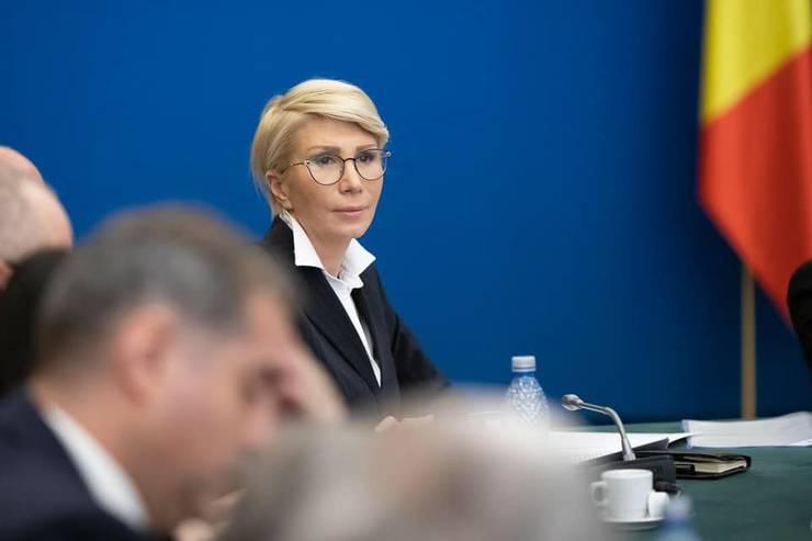 Raluca Turcan: Vom face toate eforturile să majorăm pensiile și alocațiile (Sursa foto: Facebook/Raluca Turcan)