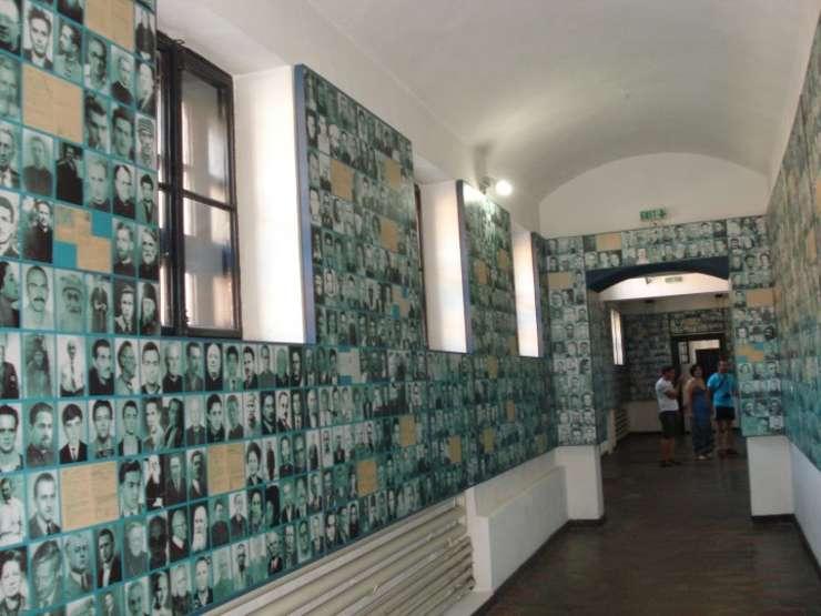 Fotografii ale celor persecutati in timpul comunismului in Romania, la Memorialul Victimelor Comunismului si al Rezistentei (Sighet)