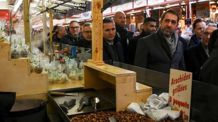 Vineri dimineata, ministrul de Interne Christophe Castaner a întâlnit comerciantii din Piata de Craciun din Strasbourg, una din cele mai mari din Europa, închisa marti seara în urma atacului soldat cu 3 morti.