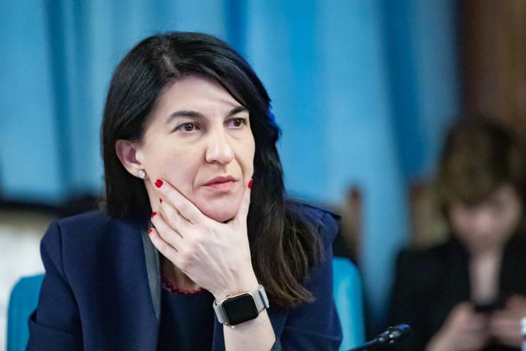 Violeta Alexandru: Invocarea clauzelor privind forța majoră ar trebui să fie ultima soluție pentru companii (Sursa foto: gov.ro)
