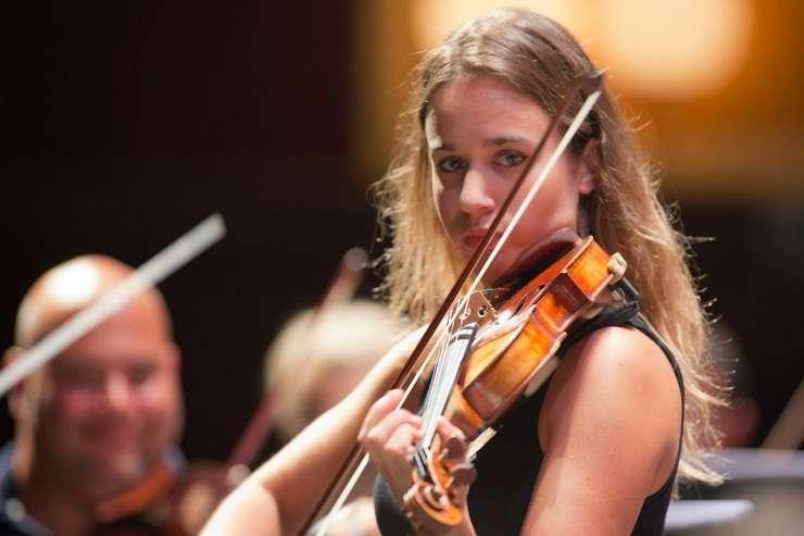 Violonista Anna Tifu va urca pe scena Ateneului Român în Gala de deschidere a Concursului Enescu 2016