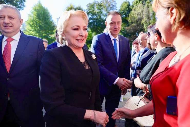Newsweek România a intrat în posesia unei înregistrări audio în care premierul Dăncilă poate fi auzită cum îi șantajează voalat pe parlamentarii PSD înaintea moțiunii de cenzură.