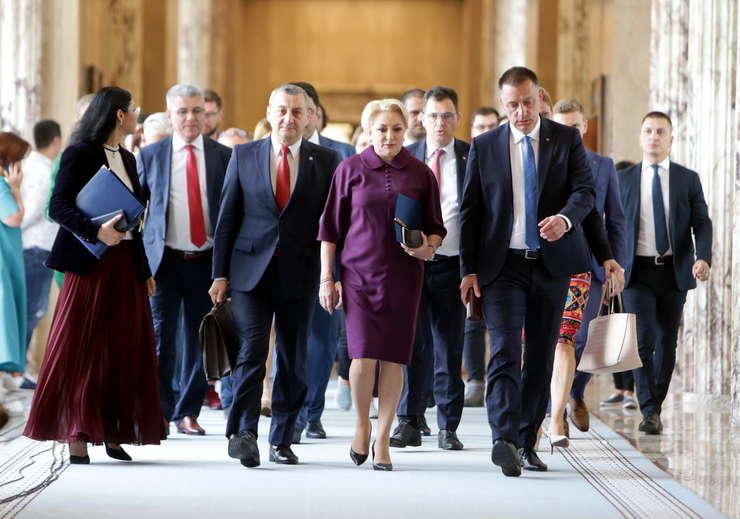 Guvernul Dăncilă, la a patra moţiune de cenzură. Liderii PSD sunt convinşi că nu va trece. Opoziţia e sigură de succes.