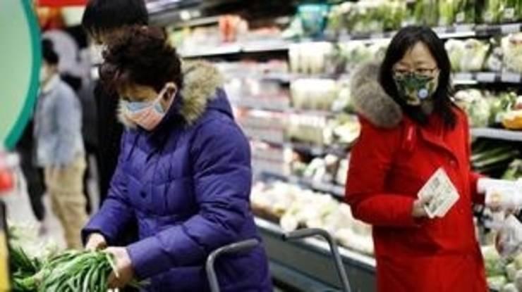Clienti într-un supermarket din Beijing, 31 ianuarie 2020