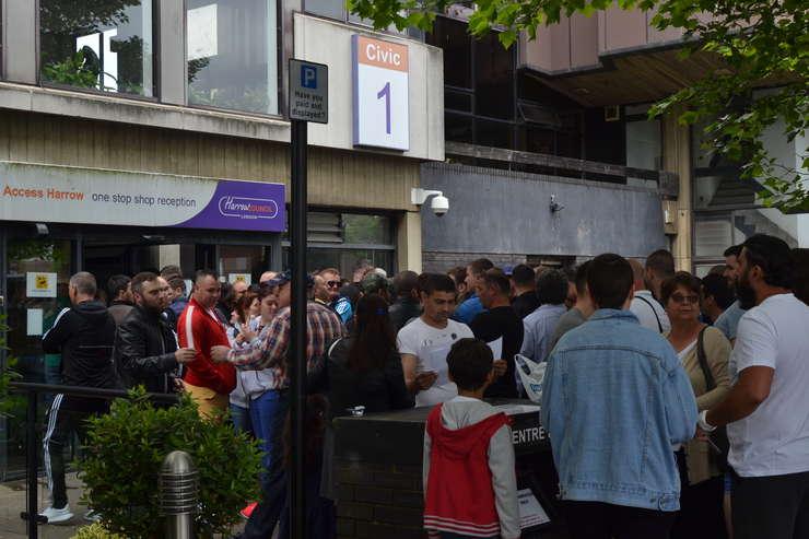 Votare la Harrow în nord vestul Londrei