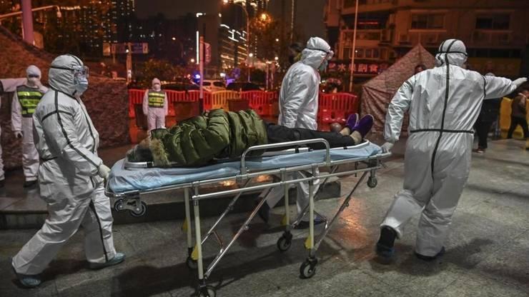 Un pacient dus la spital la Wuhan, China, 25 ianaurie 2020