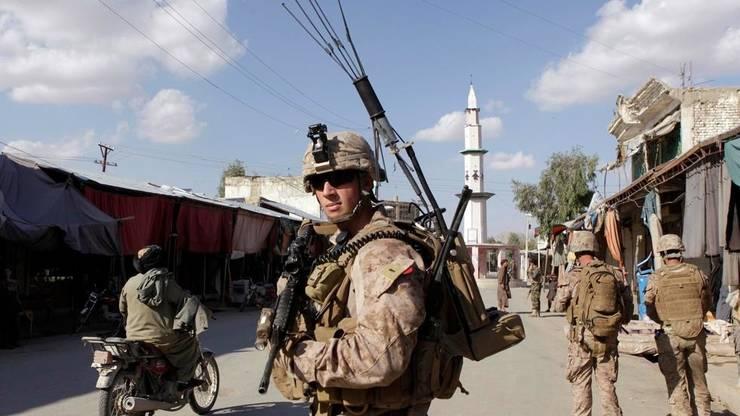 Soldat american în misiune de patrulare în Afganistan