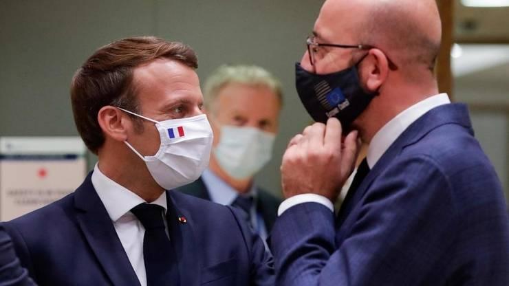 Preşedintele francez Emmanuel Macron şi preşedintele Consiliului european Charles Michel, Bruxelles, 21 iulie 2020.