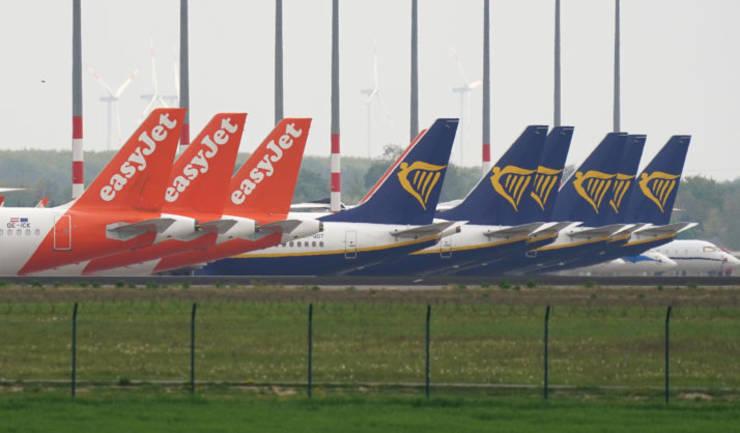 Avioane ale companiilor Easy Jet și Ryanair