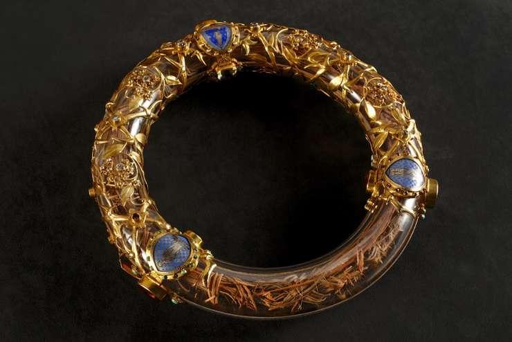 Bucati din coroana care se presupune ca a stat pe capul lui Iisus Hristos se afla în catedrala Notre Dame, Paris.