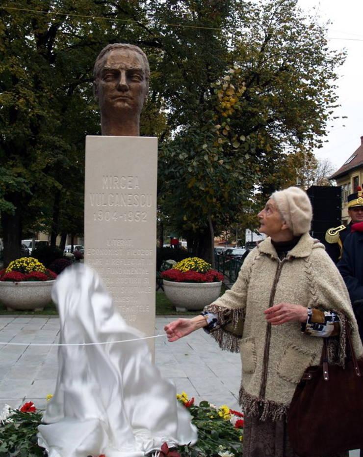Bustul lui Mircea Vulcănescu