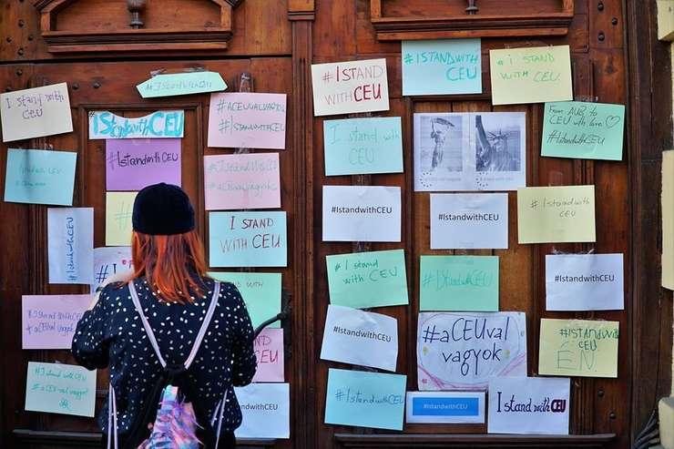 Flash mob pro-CEU la Cluj. Foto: Facebook