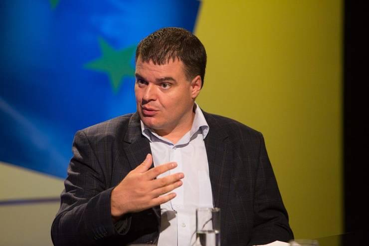 Şerban Cioculescu este cercetător ştiinţific în domeniul studiilor de securitate la Institutul pentru Studii Politice de Apărare şi Istorie Militară din Bucureşti