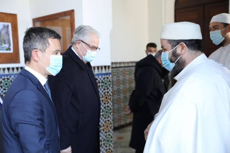 Gérald Darmanin, ministrul francez de Interne, a vizitat si el marti Marea Moschee din Paris.