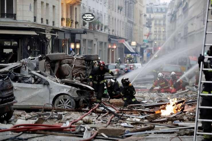 Echipe de intervenţie, la locul exploziei din Paris, 12 ianuarie 2019 (Foto: AFP/Thomas Samson)